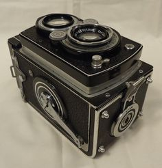 Rolleiflex 1937 Camera with Case 6in x 4in x 4in Metal Leather