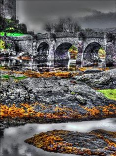 As one of the most iconic images of Scotland, Eilean Donan is recognised all around the world. Situated on an island at the point where three great sea lochs meet, and surrounded by some majestic scenery, it is little wonder that the castle is now one of the most visited and important attractions in the Scottish highlands.