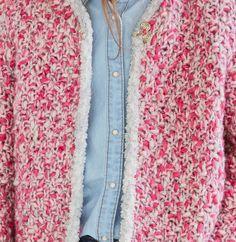 On aime cette superbe veste en point de blé à bordure contrastée, qui ira à…