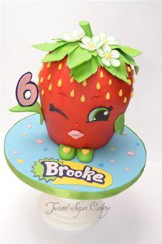 """Shopkins """"beso de fresa"""" en la torta central"""