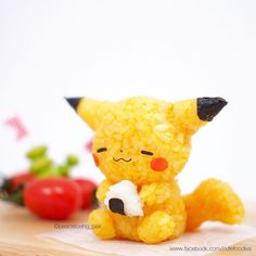 A Pikachu rice ball eating a rice ball! 11 Pokémon Rice Balls That Are Too Cute To Actually Eat Japanese Food Art, Japanese Sweets, Japanese Candy, Pikachu, Cute Food Art, Cute Bento Boxes, Cute Baking, Kawaii Dessert, Kawaii Bento