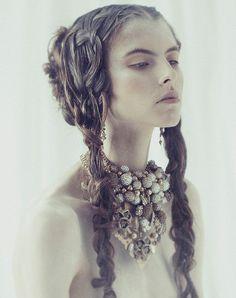 The Wise Princess – Wylde Magazine 2014 Photographer : Robert John Kley Stylist : Jimi Urquiaga Hair : Alfred Llamas Makeup : Homa Safar Model : Isaac Lindsay
