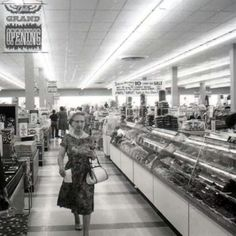 Kroger's opening day in 1965