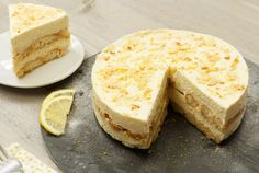 No-bake limoncello tiramisu taart Dutch Recipes, Sweet Recipes, Cake Recipes, Dessert Recipes, Tiramisu Limoncello, Tiramisu Cake, Baking Bad, Low Fat Snacks, Pureed Food Recipes