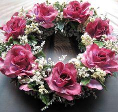 S+růžemi+Věneček+s+látkovými+růžemi,+průměr+30+cm.