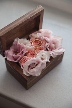 Scatolina in legno porta fedi con fiori