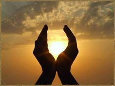 https://www.facebook.com/432873026824162/photos/t.100000323160155/565056596939137/?type=1 Sei gegenwärtig in allem, was du tust, die einzige Wirklichkeit ist jetzt. Solange du Vergangenem nachhängst oder Zukünftigem nachstellst, bist du nicht wirklich hier, am Leben.  Aus dem Zen-Buddhismus