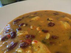 Pollo Explotion Kylling, tomat, chili, bønner, koriander, hvitløk, gurkemeje, cashewnøtter, kanel, spisskummin, oregano, ekstra jomfru olje.