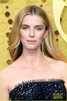 """Betty Gilpin wore a custom embroidered strapless gown to the 2019 Primetime Emmy Awards. Betty Gilpin, Glamour Makeup, Strapless Gown, Jason Wu, Red Carpet Fashion, Vanity Fair, Street Wear, Awards, Hair Cuts"
