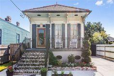 Creole Cottage, Cottage Style, Exterior Shutter Colors, Open Living Area, Tiny Living, New Orleans Architecture, Cozy Cottage, Farm Cottage, Shotgun House