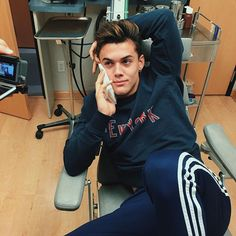 Ahahahahaha Gray gets his wisdom teeth out. Check out their video on their YouTube channel TheDolanTwins ❤️❤️