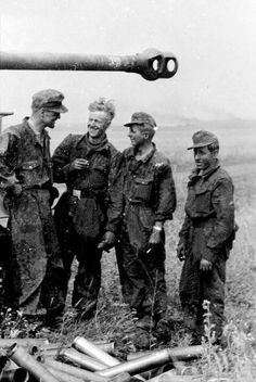 Tiger I crew from 13 schw komp in 1 SS Panzer Rgt.LSSAH.Zitadelle Operation.July 1943.