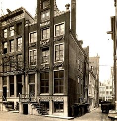 1930. A view of the Nieuwezijds Voorburgwal in Amsterdam. On the right the Wijdesteeg. The Nieuwezijds Voorburgwal is a wide and busy street that connects the Spui with the Martelaarsgracht. The street runs parallel to the Spuistraat. On the east-side, there are a number of small alleys that give access to the Kalverstraat. Originally the Nieuwezijds Voorburgwal was a canal that was filled-in in 1884. Photo Stadsarchief Amsterdam / Jan van Dijk. #amsterdam #1930 #NieuwezijdsVoorburgwal