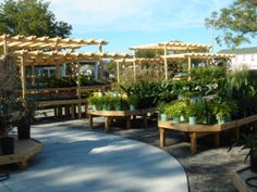 Wood Display Products - New Garden Centers - Bench Systems Nursery Layout, Nursery Design, Nursery Ideas, Garden Nursery, Plant Nursery, Backyard Projects, Garden Projects, Garden Ideas, Garden Shop