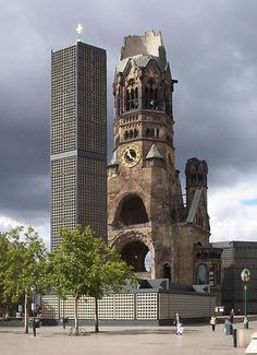 Kaiser-Wilhelm Memorial Church, Gedächtniskirche, Berlin Church. The Gedächtniskirche was badly damaged in a bombing raid in 1943.
