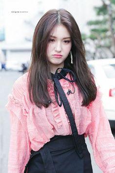 Jeon Somi, Produce 101, Beautiful Girl Makeup, Beautiful Pakistani Dresses, Jung Chaeyeon, Choi Yoojung, Kim Sejeong, Cool Girl Pictures, Beauty Full Girl