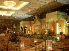 Minang (west sumatra) pelaminan decoration on my wedding day .. #minangmodern #pelaminan #bagonjongmodern #sanggarminangdjusmasri #djusmasri #peachgold