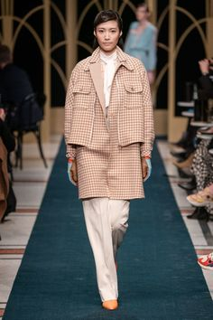 Marc Cain Berlin Herbst/Winter - Fashion Shows Fashion Details, Love Fashion, High Fashion, Fashion Show, Fashion Outfits, Vintage Fashion, Fall Fashion Trends, Winter Fashion, Winter Trends