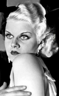 Dedicated to the original blonde bombshell Jean Harlow. Golden Age Of Hollywood, Vintage Hollywood, Hollywood Glamour, Classic Hollywood, Baby Jeans, Old Movie Stars, Jean Harlow, Platinum Blonde, Star Fashion