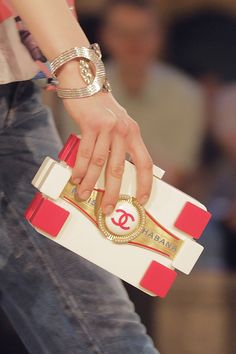 """Clutch bag from the Chanel Resort 2017 """"Coco Cuba"""" Collection Chanel Resort, Chanel Cruise 2016, Chanel 2017, Chanel Purse, Chanel Handbags, Fashion Handbags, Fashion Bags, Fashion Accessories, Chanel Bags"""