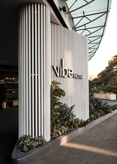 landscape architecture - Vibe Hotel Rushcutters Bay evokes the atmosphere, botanical backdrop and harbourside hues of the neighbouring park Lobby Design, Design Hotel, Restaurant Design, Restaurant Facade, Signage Design, Facade Design, Exterior Design, Exterior Paint, Casa Hotel