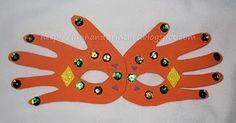 Handprint Mardi Gras Mask for Kids - Basteln Karneval Kinder Mardi Gras Activities, Craft Activities For Kids, Crafts For Kids, Arts And Crafts, Craft Ideas, Theme Carnaval, Carnival Crafts, Orange Craft, Footprint Art