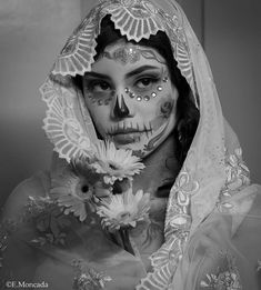 Whimsical Photography, Face Photography, Tattoo Design Drawings, Tattoo Sleeve Designs, Skull Girl Tattoo, Girl Tattoos, Tattoo Studio, Los Muertos Tattoo, Day Of The Dead Girl