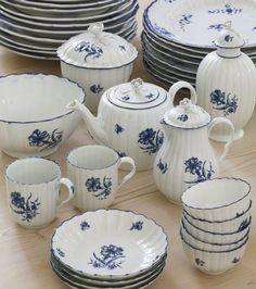 An assembled Worcester and Caughley blue and white 'Gillyflower' pattern part tea service circa 1770-80 comprising: a teapot, cover and stand, a hot milk jug and cover, a sugar bowl and cover, a tea caddy and cover, a waste bowl, four coffee cups, ten teabowls and seven saucers, a saucer dish and an oblong hexagonal spoon tray, some with open crescent marks, some with crescent and dot marks, the teapot stand with a script W. 33 pieces.