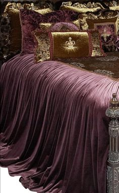 Reilly-Chance Collection Luxury Bedding http://reilly-chanceliving.com/collections/bedding/products/guinevere