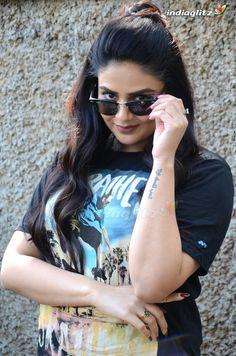 Lovely Girl Image, Girls Image, Beautiful Bollywood Actress, Most Beautiful Indian Actress, Saree Trends, Cinema Actress, Tamil Actress Photos, Stylish Girl Images, South Indian Actress
