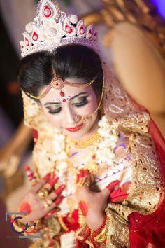 Indian Wedding Bride, Bengali Wedding, Bengali Bride, Saree Wedding, Wedding Wear, Indian Weddings, Dream Wedding, Bengali Bridal Makeup, Bridal Makeup Looks