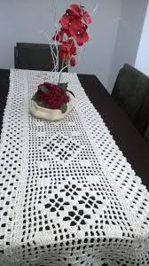 Resultado de imagem para graficos de caminhos de mesa em croche com rosetas diretamente na peça
