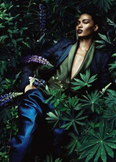 46 ideas fashion editorial vogue japan joan smalls for 2019 High Fashion Photography, Makeup Photography, Photography Women, Editorial Photography, Nature Editorial, Vogue Editorial, Editorial Fashion, Vogue Japan, Tropical Fashion