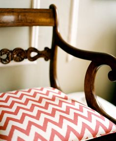 Red chevron fabric on a wooden chair (Source: Lonny) Chevron Fabric, Red Chevron, Diy Furniture Building, Furniture Decor, Upholstery Fabric For Chairs, Antique Chairs, Diy Home Improvement, Design Elements, Art Decor