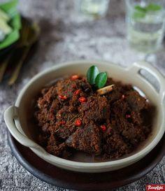 Rendang Daging Istimewa Asli Khas Padang - Resep | ResepKoki Pork Curry Recipe, Beef Rendang Recipe, Curry Recipes, Beef Recipes, Cooking Recipes, Malaysian Cuisine, Malaysian Food, Food Flatlay, Indonesian Cuisine