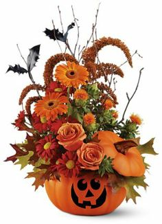Halloween and Fall Table Centerpieces Halloween Flower Arrangements, Pumpkin Floral Arrangements, Halloween Flowers, Fall Halloween, Halloween Decorations, Fall Table Centerpieces, Adornos Halloween, Pumpkin Flower, Arte Floral