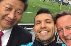 El selfie de Agüero con David Cameron y el presidente de China Xi Jinping - Sergio Aguero, estrella del Manchester City, se ha hecho este viernes un surrealista selfie con el primer ministro inglés David Cameron y el presiden...