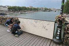 Love locks collapse part of Paris' famed Pont des Arts  (Photo: Jacques DeMarthon / AFP - Getty Images)