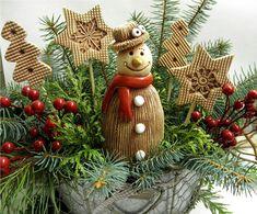 Sněhulák - klobouk / Zboží prodejce Líísteček   Fler.cz Christmas Sale, Christmas Wreaths, Christmas Ornaments, Xmas Decorations, Projects To Try, Carving, Pottery, Clay, Holiday Decor
