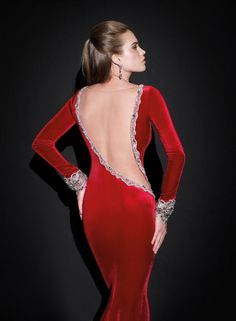 Imagen 29 Primer plano de la sensual y sofisticada espalda del modelo Mila de Tarik Ediz | HISPABODAS