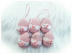 Easter Crochet Patterns, Crochet Designs, Easter Eggs, Diy And Crafts, Baby Shoes, Projects To Try, Christmas Ornaments, Holiday Decor, Smileys