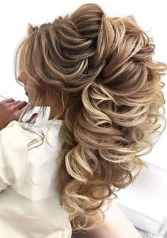 Wedding Hairstyles : Illustration Description Elstile Long Wedding Hairstyles -Read More – Curly Wedding Hair, Wedding Hairstyles For Long Hair, Fancy Hairstyles, Bride Hairstyles, Fashion Hairstyles, Hairstyles 2018, Hairstyle Wedding, Easy Hairstyle, Indian Hairstyles