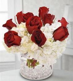 White and theme flower arrangement.  Order flower delivery Toronto from http://www.ejoycity.ca