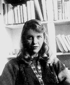 """""""Tomé una respiración profunda y escuché el viejo rebuzno de mi corazón: soy yo, soy yo, soy yo"""". Sylvia Plath (1932-1963)"""