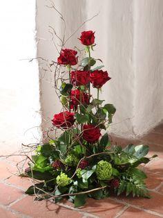 Deco Floral, Floral Design, Purple Wedding Centerpieces, Large Flower Arrangements, Grave Decorations, Church Flowers, Delphiniums, Baby Knitting Patterns, Funeral