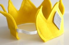 To Make A Crown I don't know why I never thought of sewing elastic to the back of a crown.I don't know why I never thought of sewing elastic to the back of a crown. Make A Crown, Crown For Kids, Diy Crown, Sewing For Kids, Diy For Kids, Crafts For Kids, Nativity Costumes, Couture Bb
