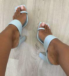 Couple Pregnancy Photoshoot, Feet Show, Shoe Boots, Shoes Heels, Foot Pics, Fancy Shoes, Hype Shoes, Inspiration Mode, Shoe Closet