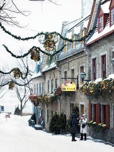 Quebec City im Winter in 45 schönen Fotos – – My World Quebec Winter, Winter Szenen, Winter Love, Winter Magic, Winter Christmas, Quebec City Christmas, Winter Months, Quebec Montreal, Cyberpunk City