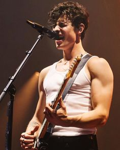 Shawn Mendes The Tour Show 50 Shawn Mendes Memes, Shawn Mendes Imagines, Shawn Mendes Lindo, Shawn Mendes Cute, Shwan Mendes, New Netflix Movies, Sexy Men, Hot Guys, Handsome