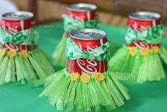 Consejo Airedefiesta.com: Deja que cada invitado decore sus latas o sus copas con motivos hawaianos. #fiestahawaiana #fiestacaribeña #ideasparafiestas
